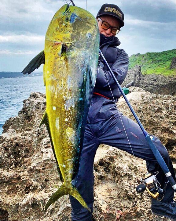 You tube でお馴染みの「Fishing Gang AZUSA 」の梓様より沖縄の秋を知らせるターゲット、シイラを爬 龍(ハーリー)1002Sでキャッチして頂きました。